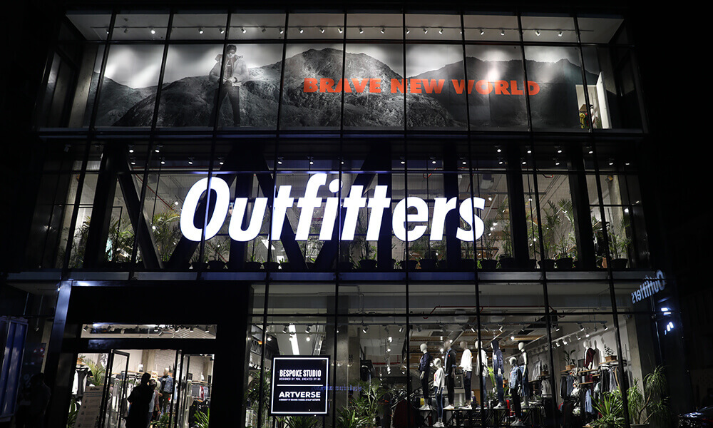 Outfitters 2004 - multi-city brand (mobile-img)